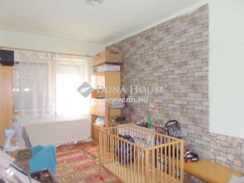 Eladó Ház, Pest megye, Nagykőrös - Nappali + 2 szobás, cirkós házrész