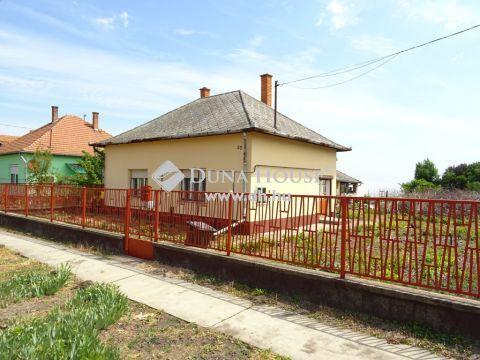 Eladó Ház, Jász-Nagykun-Szolnok megye, Cserkeszőlő - CSENDES UTCÁBAN!