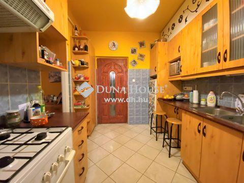 Eladó Ház, Budapest - Jó állapotú, cirkó fűtéses, kertkapcsolatos lakás