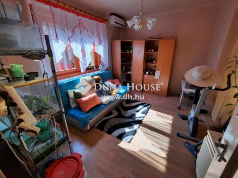 Eladó Ház, Bács-Kiskun megye, Kiskunfélegyháza - Amerikai konyhás+ 2 hálószobás, garázzsal