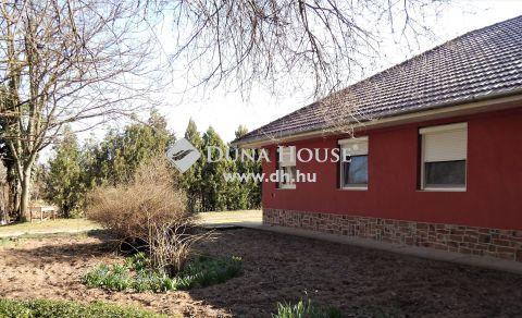Eladó Ház, Bács-Kiskun megye, Kecskemét - Tágas telken épült családi ház