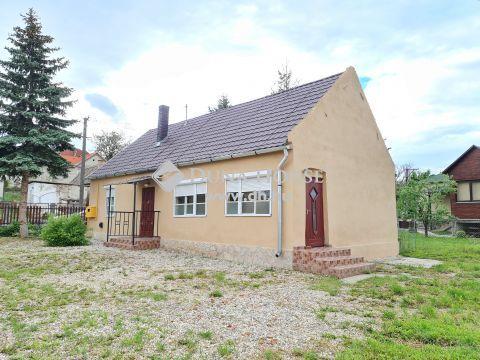 Eladó Ház, Baranya megye, Pécs - Csendes családi házas részen