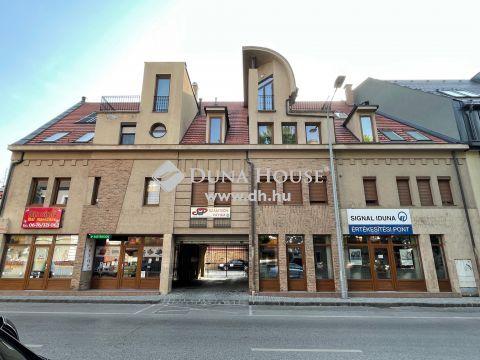 Kiadó Lakás, Bács-Kiskun megye, Kecskemét - 2006- ban épült 1. emeleti, erkélye, belvárosi lakás autóbeállóval
