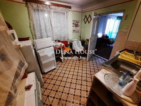 Eladó Ház, Bács-Kiskun megye, Kiskunfélegyháza - Belvárosi, 76 m2-es legbelső házrész egy utcai szomszéddal