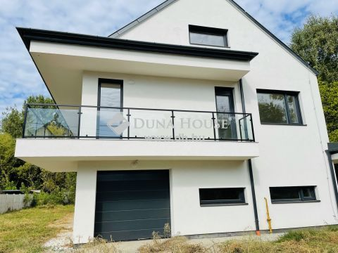 Eladó Ház, Budapest 3. kerület - Rómaifürdőn újépítésű ház!