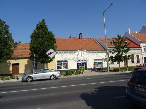 Eladó Üzlethelyiség, Győr-Moson-Sopron megye, Mosonmagyaróvár - Fő u. 1.