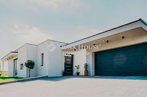 Eladó Ház, Baranya megye, Pécs - Kertvárosban a Rózsadombon Új Építésű Minimal Ház Eladó!